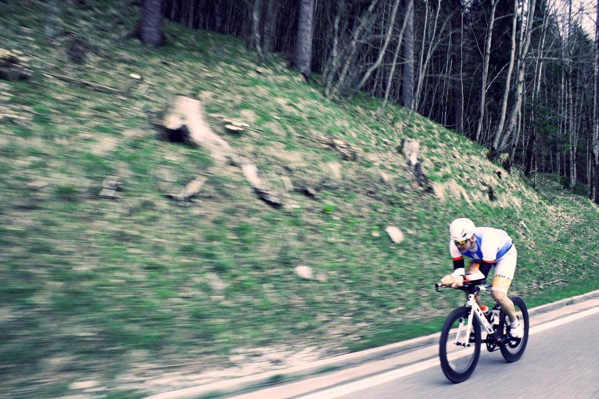 sportsman on the bike - Yol Bisikleti ile Güvenli Sürüş Teknikleri