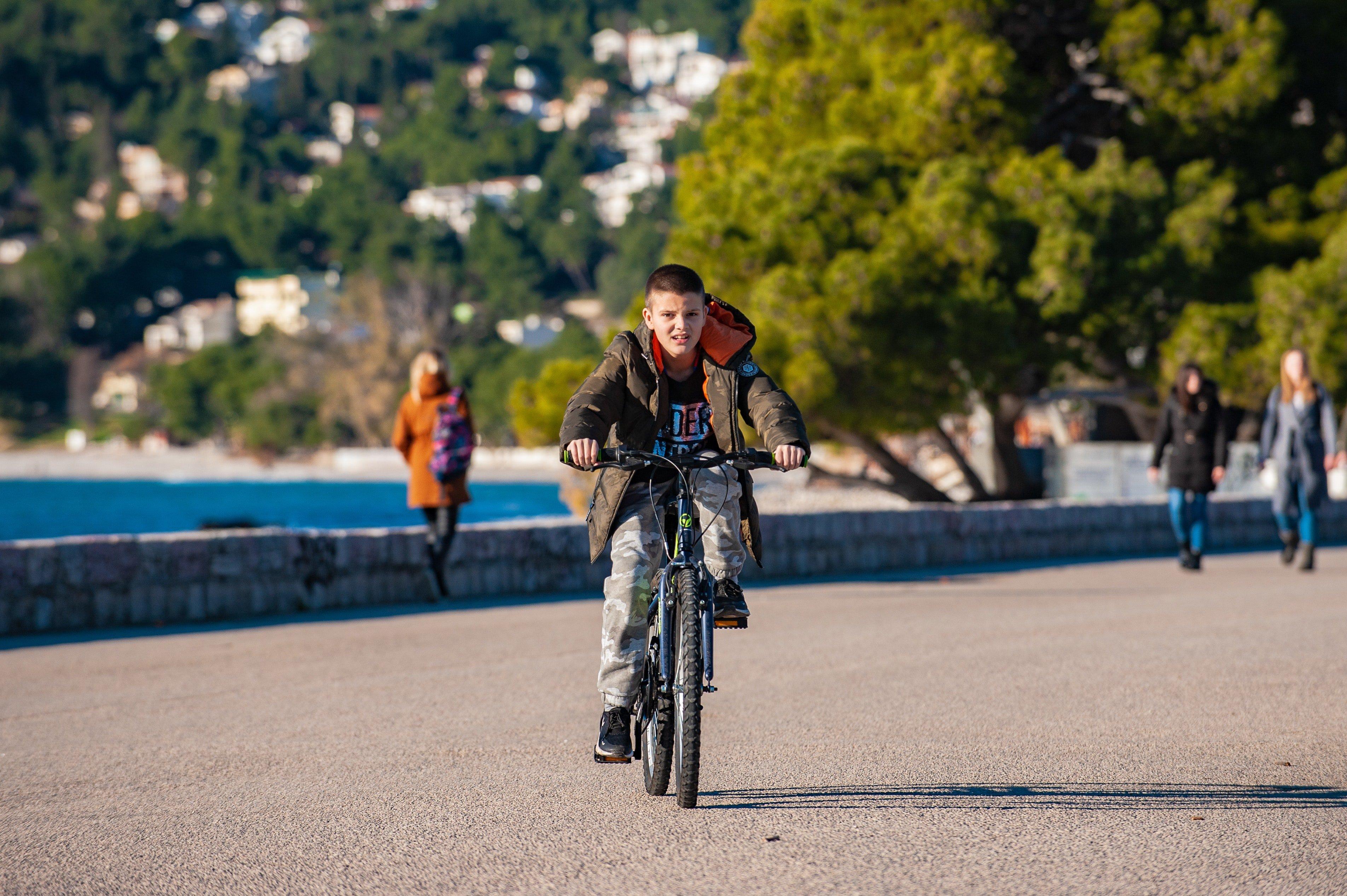 pexels alexander nadrilyanski 3651681 - Bisiklete Binmek Daha Etkili Nasıl Öğretilir ?